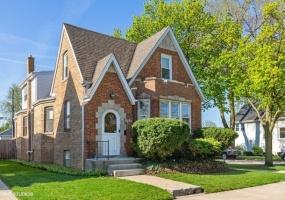 5757 Cornelia Avenue- CHICAGO- Illinois 60634, 4 Bedrooms Bedrooms, 11 Rooms Rooms,2 BathroomsBathrooms,Single Family Home,For Sale,Cornelia,10368881