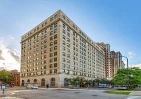 2100 LINCOLN PARK WEST, CHICAGO, Illinois 60614, 2 Bedrooms Bedrooms, 5 Rooms Rooms,2 BathroomsBathrooms,Condo,For Sale,LINCOLN PARK WEST,10512681