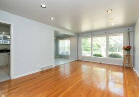 4255 Devon Avenue, Chicago, Illinois 60646, 3 Bedrooms Bedrooms, 8 Rooms Rooms,2 BathroomsBathrooms,Single Family Home,For Sale,Devon,10533805