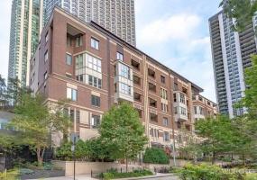 187 Westshore Drive, Chicago, Illinois 60601, 3 Bedrooms Bedrooms, 7 Rooms Rooms,3 BathroomsBathrooms,Condo,For Sale,Westshore,10533748