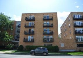 2501 Bryn Mawr Avenue, Chicago, Illinois 60659, 2 Bedrooms Bedrooms, 5 Rooms Rooms,1 BathroomBathrooms,Condo,For Sale,Bryn Mawr,10545567