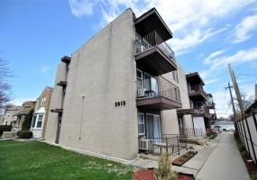 5815 Spaulding Avenue, Chicago, Illinois 60659, 2 Bedrooms Bedrooms, 5 Rooms Rooms,1 BathroomBathrooms,Condo,For Sale,Spaulding,10552099
