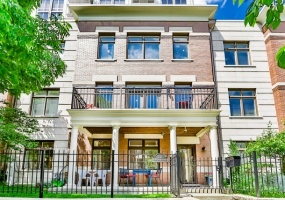 242 14th Street, Chicago, Illinois 60605, 4 Bedrooms Bedrooms, 8 Rooms Rooms,3 BathroomsBathrooms,Condo,For Sale,14th,10553204