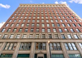 888 MICHIGAN Avenue, Chicago, Illinois 60605, 4 Bedrooms Bedrooms, 12 Rooms Rooms,4 BathroomsBathrooms,Condo,For Sale,MICHIGAN,10555404
