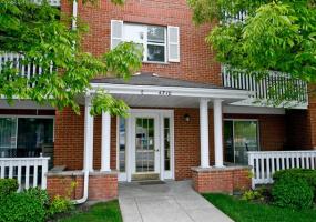 4710 ELSTON Avenue, Chicago, Illinois 60630, 2 Bedrooms Bedrooms, 5 Rooms Rooms,2 BathroomsBathrooms,Condo,For Sale,ELSTON,10569124
