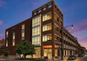 1611 Hermitage Avenue, Chicago, Illinois 60622, 3 Bedrooms Bedrooms, 6 Rooms Rooms,2 BathroomsBathrooms,Condo,For Sale,Hermitage,10562246