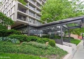 1960 Lincoln Park West Avenue, Chicago, Illinois 60614, 2 Bedrooms Bedrooms, 6 Rooms Rooms,2 BathroomsBathrooms,Condo,For Sale,Lincoln Park West,10573120