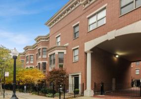 1721 BELMONT Avenue, Chicago, Illinois 60657, 4 Bedrooms Bedrooms, 8 Rooms Rooms,3 BathroomsBathrooms,Condo,For Sale,BELMONT,10577161
