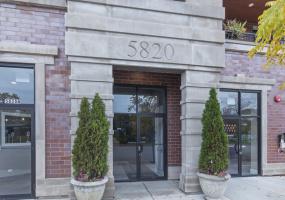 5820 Clark Street, Chicago, Illinois 60660, 2 Bedrooms Bedrooms, 5 Rooms Rooms,2 BathroomsBathrooms,Condo,For Sale,Clark,10577597