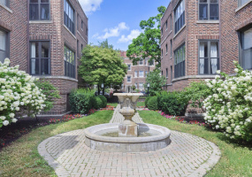 743 Cornelia Avenue, Chicago, Illinois 60657, 1 Bedroom Bedrooms, 3 Rooms Rooms,1 BathroomBathrooms,Condo,For Sale,Cornelia,10578195