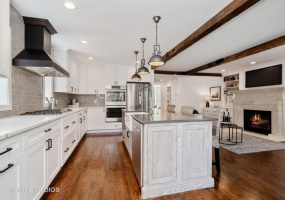 5517 Ravenswood Avenue, Chicago, Illinois 60640, 5 Bedrooms Bedrooms, 10 Rooms Rooms,3 BathroomsBathrooms,Single Family Home,For Sale,Ravenswood,10579903