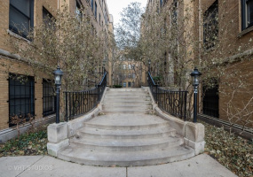 626 Waveland Avenue, Chicago, Illinois 60613, 1 Bedroom Bedrooms, 4 Rooms Rooms,1 BathroomBathrooms,Condo,For Sale,Waveland,10580170